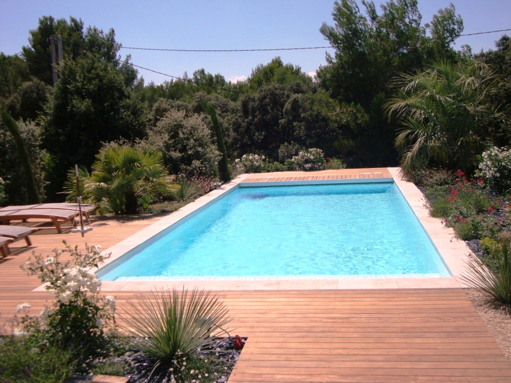 Piscine bendor x x aix piscine for Modele plage piscine