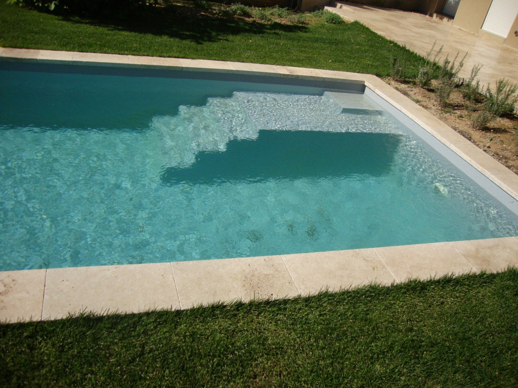 Piscine callelongue x x aix piscine for Refoulement piscine miroir