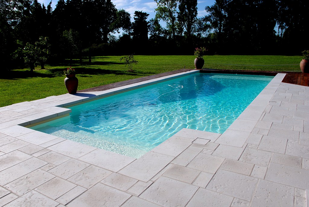 Piscine port pin 3 dimensions possibles aix piscine for Piscine coque blanche